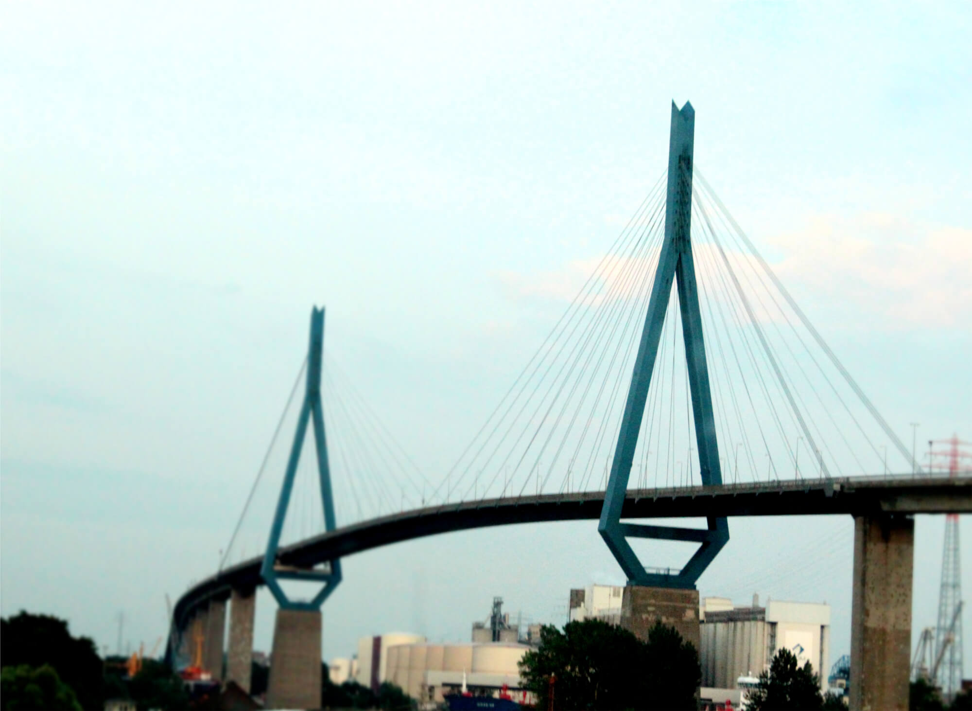 Köhlbrand-Brücke von der A2 aus