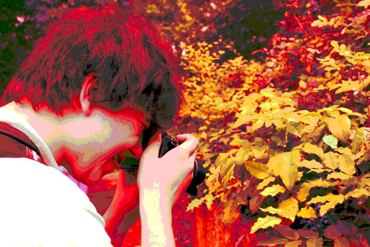Tristan beim Fotografieren im Bürgerpark